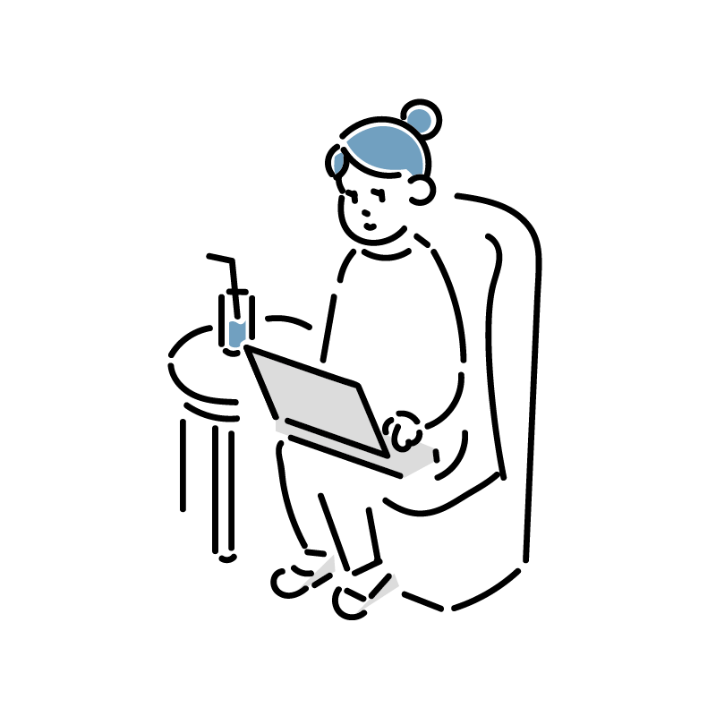 ソファーでパソコンを作業をしている女性